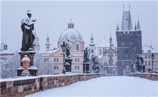 Charles-bridge-in-winter