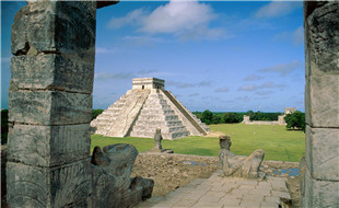 el_castillo__chichen_itza_mayan_toltec__mexico