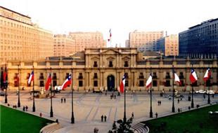 la-moneda-santiago-e1375895954249