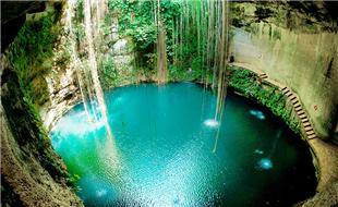 Cenote-Sagrado-de-Chichén-Itzá-La-Mordida